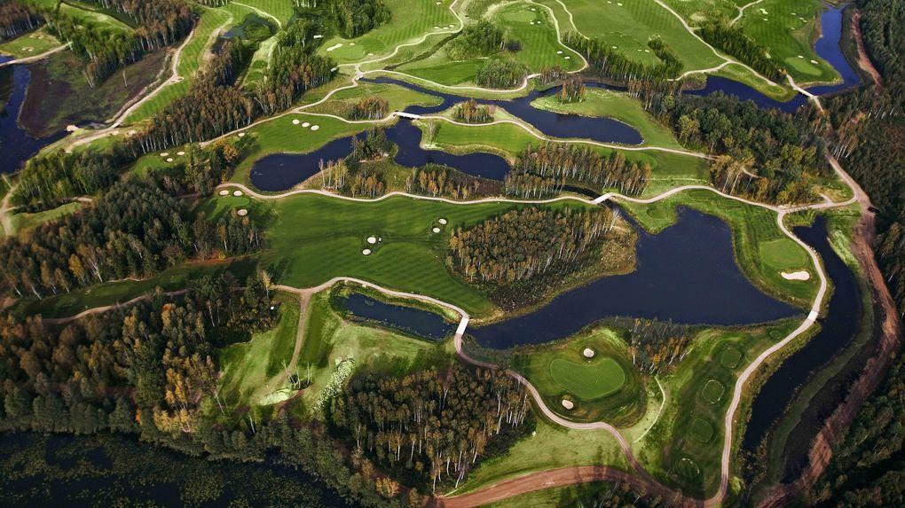 Grannlandets första golfresort öppnar
